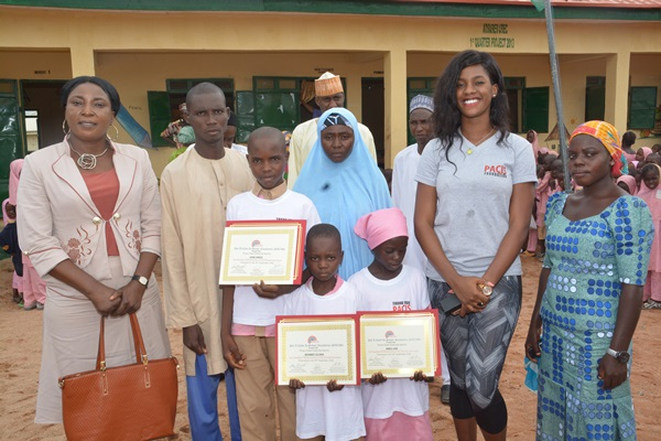 Faculty Advisor Dr. Agatha Ukata (l); Vivian Amah (2nd right) with beneficiaries and parents of PACIS scholarship